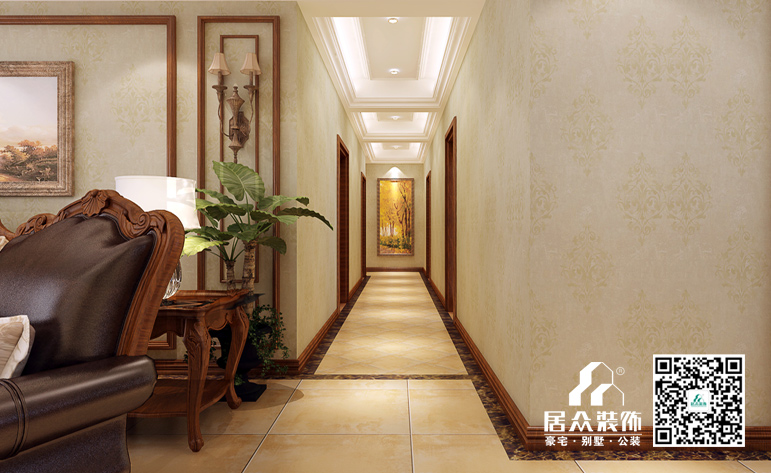搭配实木欧式家具,浅色的附墙板与造型线条交相呼应,色彩层次分明