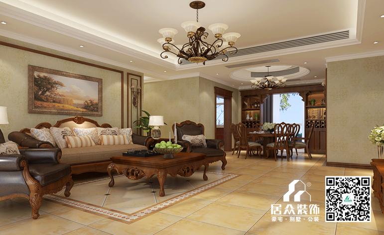 搭配实木欧式家具,浅色的附墙板与造型线条交相呼应